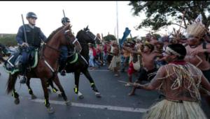 Affrontement entre la Police et les Indiens au Brésil.