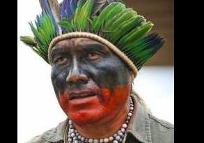 Le chef Ládio Veron préoccupé de la survie des indiens Guarani Kaiowá, sur leurs terres au Brésil.