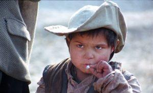 Petit-garçon-à-la-cigarette